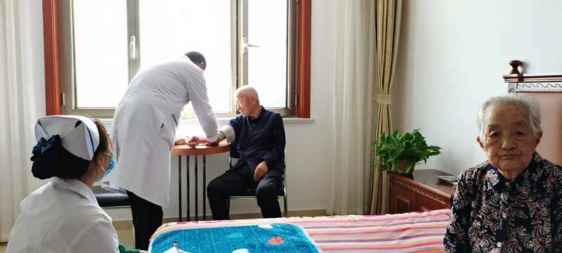 老人定期健康体检